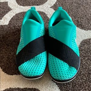 Size 8, Teal Nike Free Connect